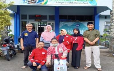 Penyemprotan Disinfektan oleh PMI Cianjur