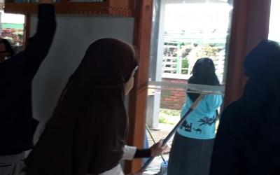 Giat Jumsih (Jum'at Bersih) Keluarga SMAN 1 Sukaresmi