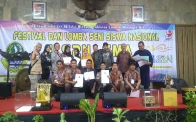 Bertema Aroma Bumi Priangan, siswa ini menjadi Juara Pertama dalam Festival dan Lomba Seni Siswa Nasional (FLS2N) Tingkat Provinsi Jawa Barat